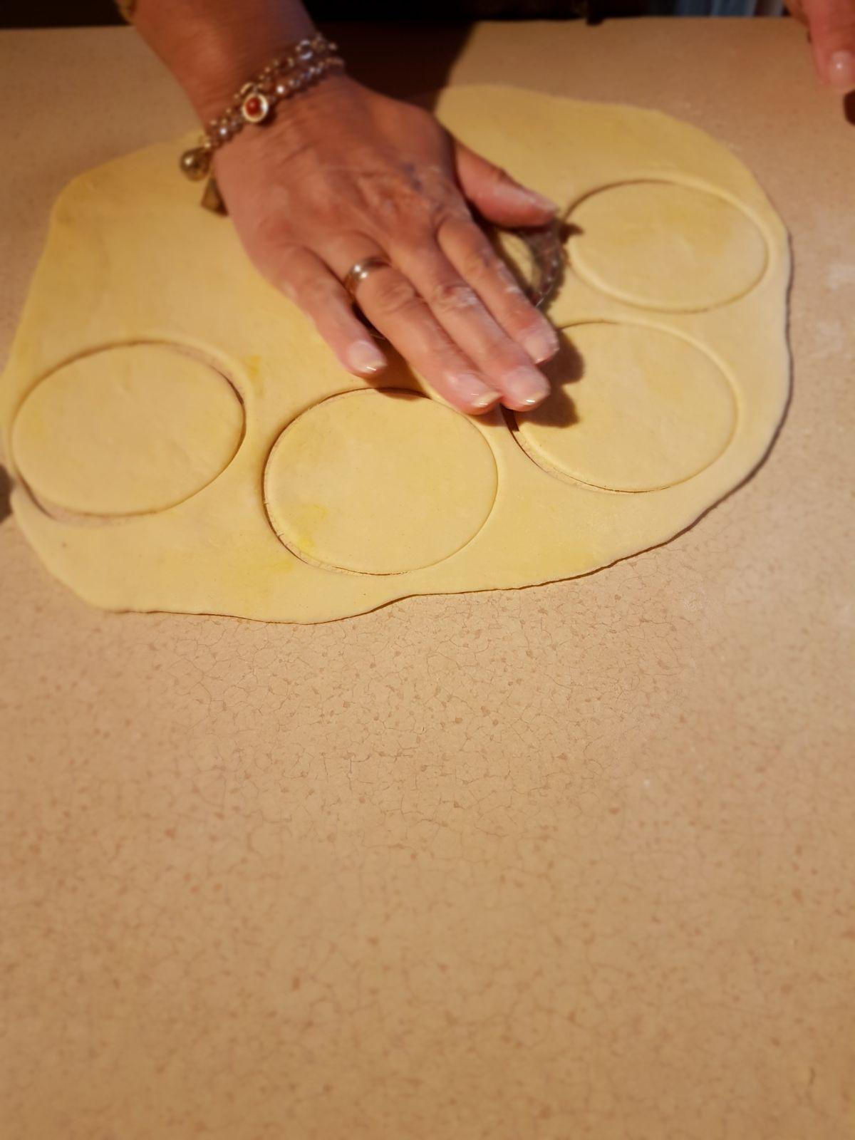wycinanie-ciasta